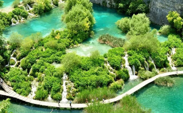 """7 MOST BEAUTIFUL """"WATERFALLS"""" IN THE WORLD"""